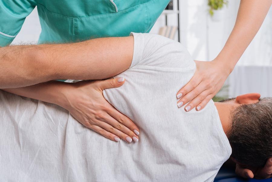 Ostéopathie-Groupe-Synergo-à-Saint-Jean-sur-Richelieu-photo-ostéopathie-pour-adulte